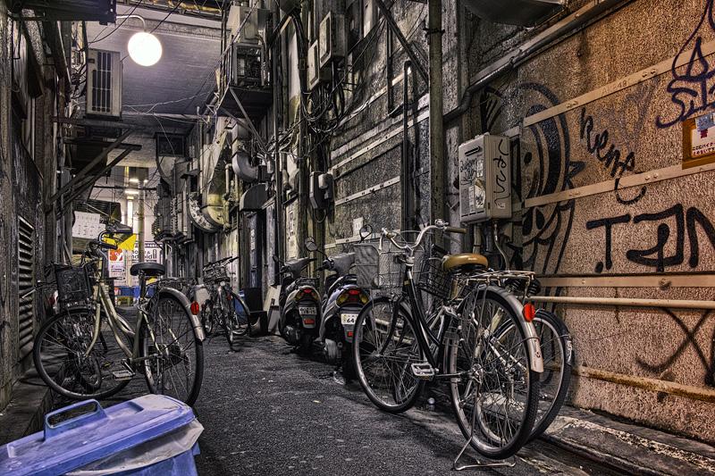 dirty alley ueno 2014-2nobiann