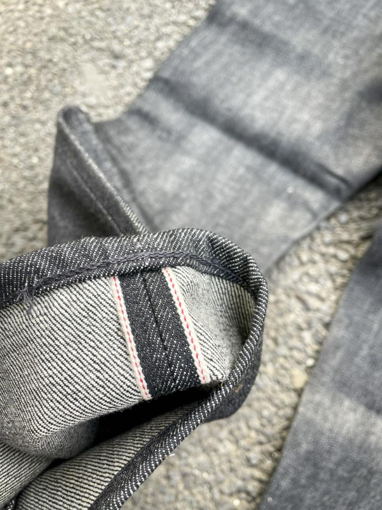 ブラックジーンズ 色落ち 経年変化 先染めブラックジーンズ